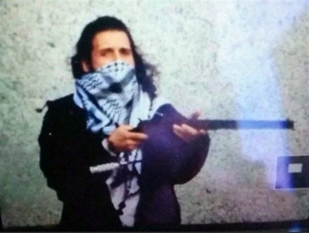 Michael Zehaf-Bibeau is shown in a Twitter photo posted by @ArmedResearch. (CP)
