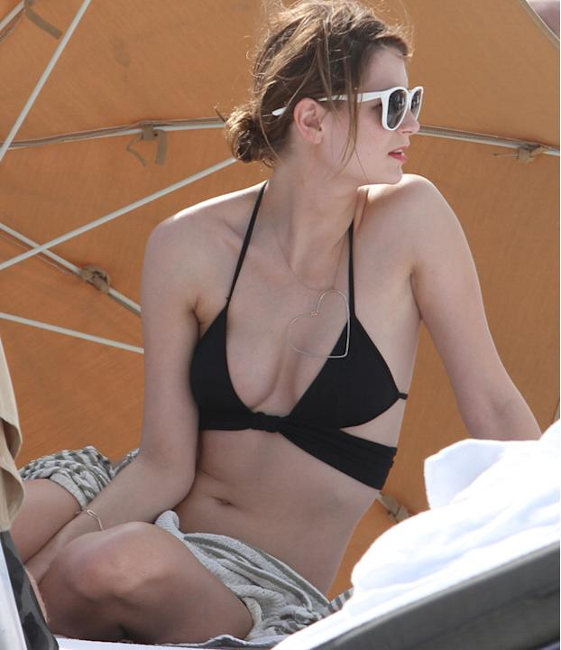 Celebrities in bikinis: Mischa Barton donned a unique black bikini top with an extra tie that added a sophisticated edge.