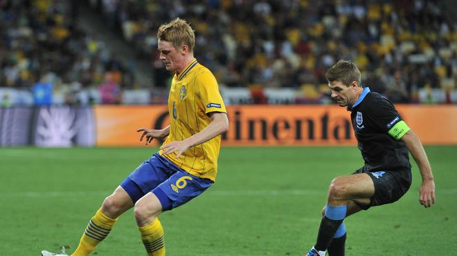 Swedish Midfielder Rasmus Elm (L) Vies AFP/Getty Images