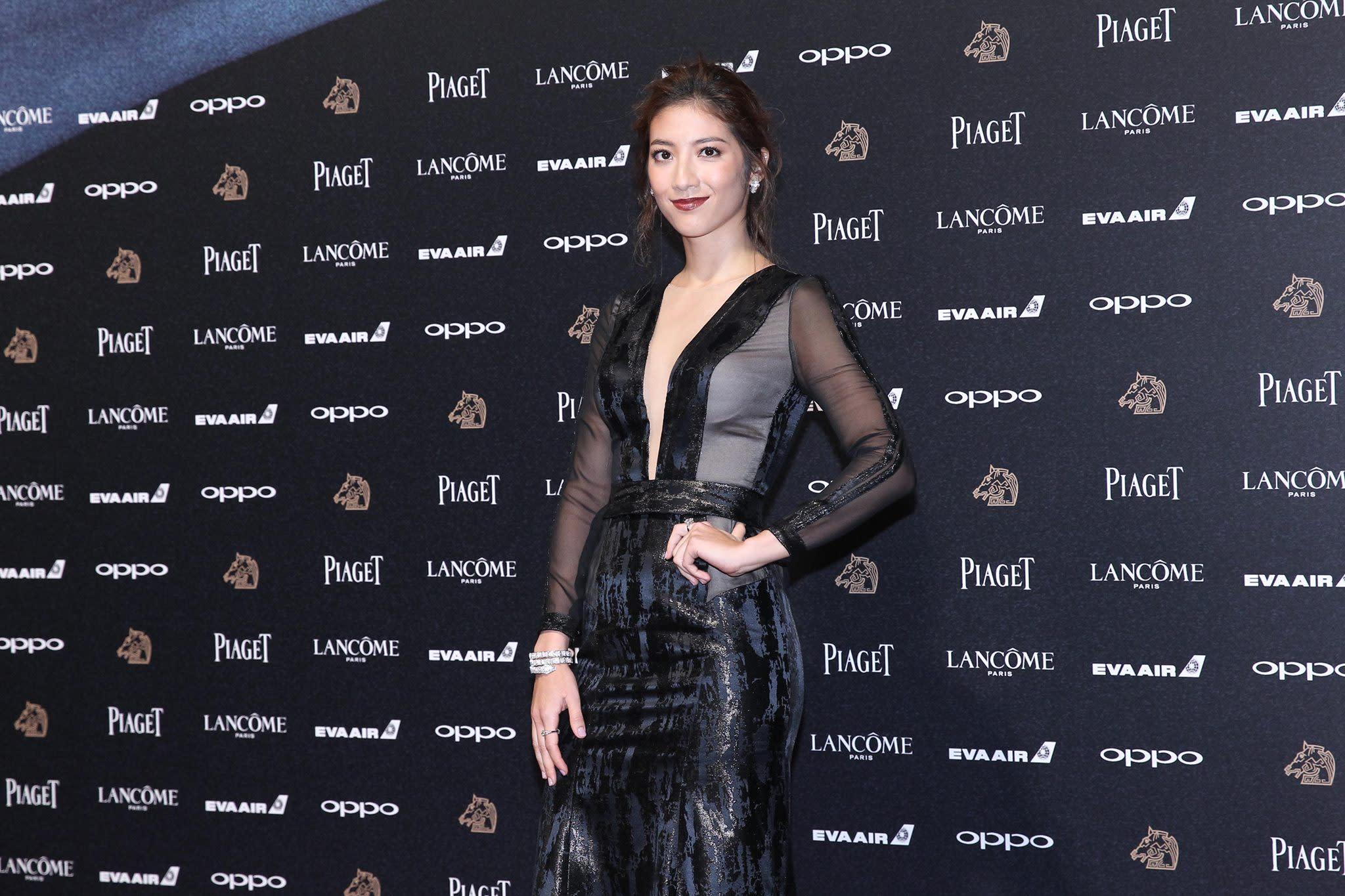 <p>台灣與黎巴嫩裔混血兒瑞瑪席丹,以電影《強尼‧凱克》入圍並獲得金馬最佳新人獎。本來就身材姣好的她,穿著火辣的深V性感剪裁透夫材質禮服,完全辣翻紅毯(影像提供:達志影像) </p>