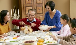 10 Things You Should Bring to Thanksgiving Dinner