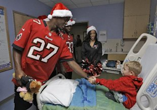 Johnthan Banks (27) meets Bryce Caffrey, of Bradenton, Fla., during a holiday hospital visit. (AP)