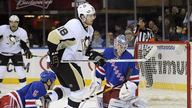 Ice Hockey - Penguins chase Lundqvist to dominate Rangers