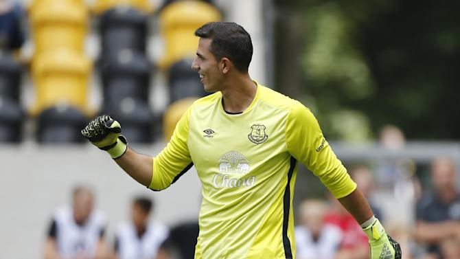 Everton's Joel Robles reacts during the penalty shootout