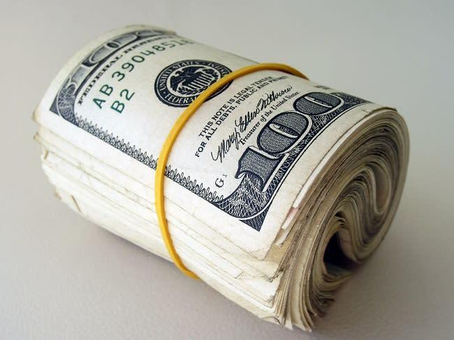 Bond oggi: in $ prima paga il 4,5% e poi riconosce l'inflazione