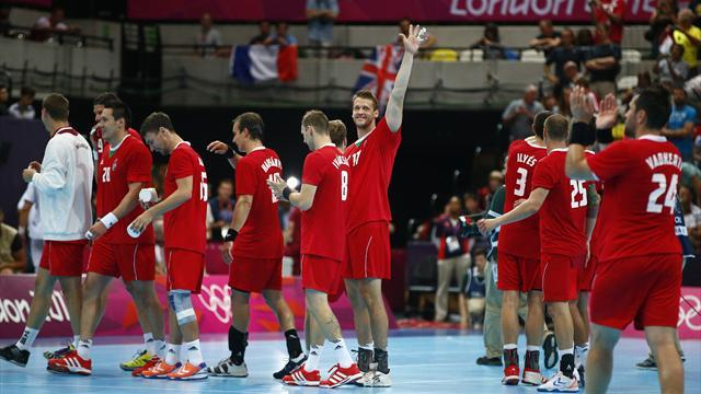 Olympic Games - Serbia let Hungary into Olympic handball quarters
