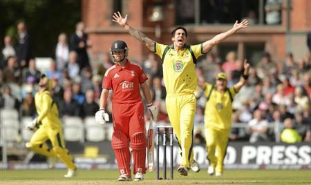 Australia's Mitchell Johnson (2nd R) celebrates after the dismissal of England's Jonathan Trott (2nd L) during the second one-day international against England at Old Trafford cricket ground in Manchester September 8, 2013. REUTERS/Philip Brown