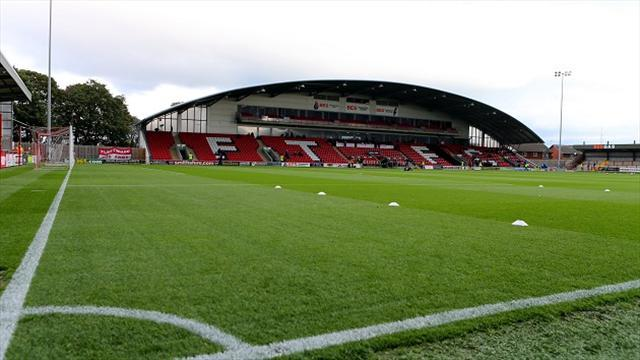 Football - Owls striker in Fleetwood loan