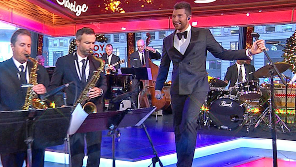 Good Morning America Watch Live : Brett eldredge performs let it snow live on gma