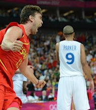 Spanish centre Marc Gasol (L) celebrates after scoring against France during their London 2012 Olympic Games men's quarterfinal basketball match in London on August 8, 2012. AFP PHOTO /TIMOTHY A. CLARY