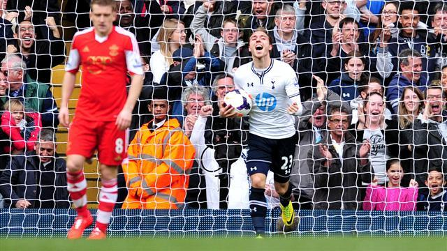Premier League - Eriksen leads Spurs revival as they sink Southampton