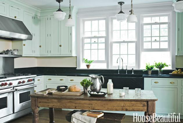 Error for Old fashioned white kitchen cabinets