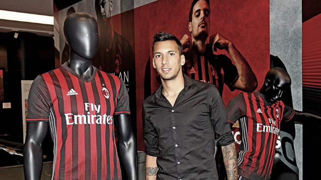 Vangioni honoured to join AC Milan