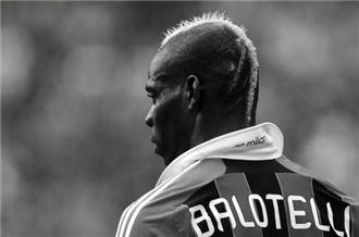 Balotelli brace boosts AC Milan