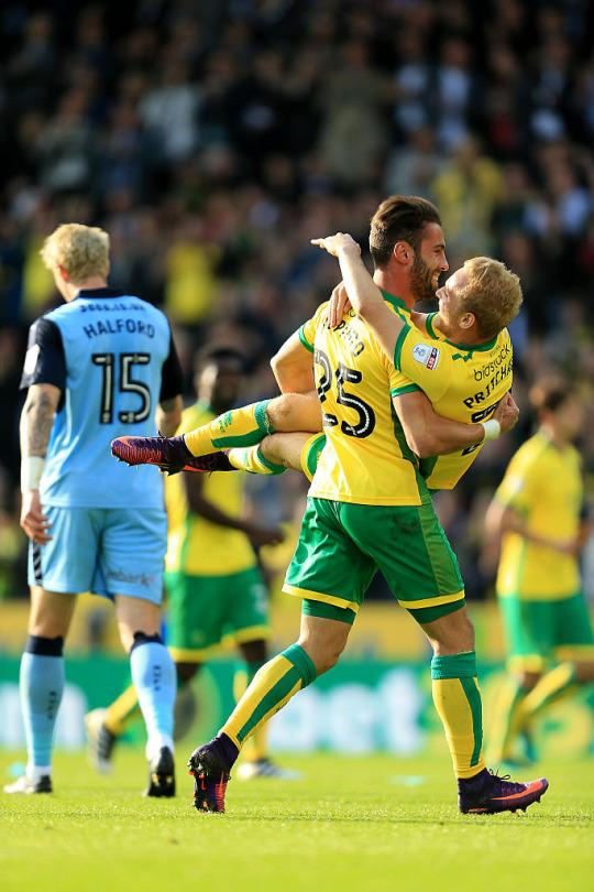 Fifth straight win at Carrow Road takes Norwich top of the Championship