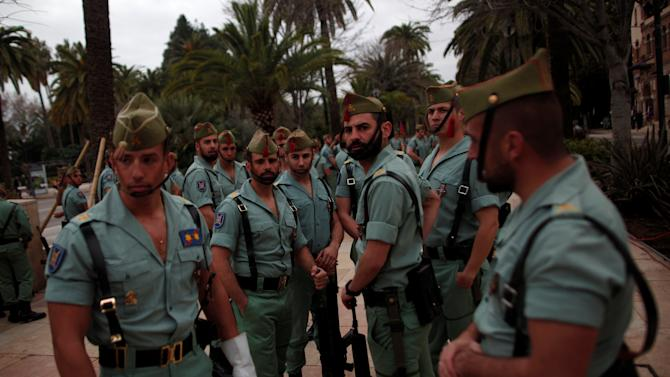 Spanish legionnaires wait for the arrival of Spain's Prime Minister Mariano Rajoy and French President Francois Hollande for the 25th Hispano-French summit in Malaga