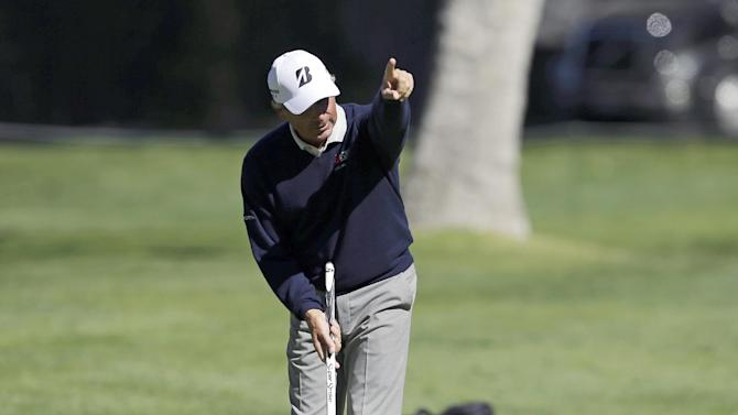 Couples fires 6-under 66, takes lead at Fallen Oak