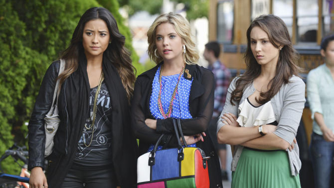 """Pretty Little Liars"" - ""She's Better Now"": SHAY MITCHELL, ASHLEY BENSON, TROIAN BELLISARIO"