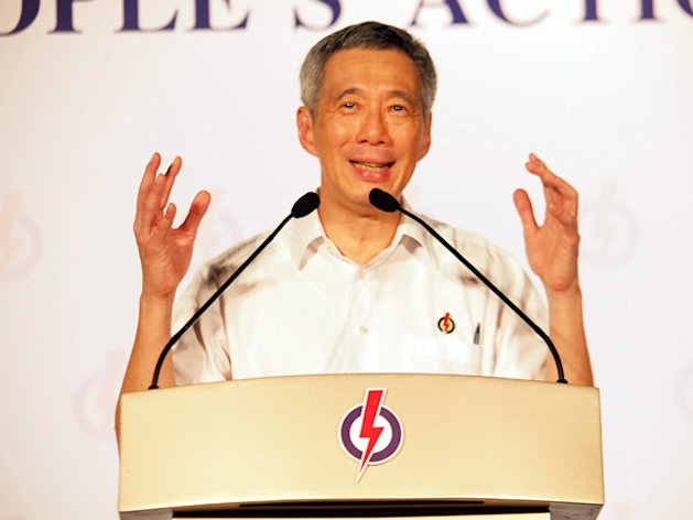 Prime Minister Lee Hsien Loong speaks at the PAP's final rally in Punggol East. (Yahoo! photo/Alvin Ho)