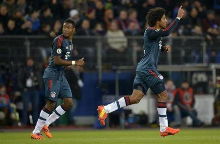 Bayern Munich's Dante (R) celebrates after scoring during their quarter-final German soccer cup (DFB-Pokal) match against Hamburger SV in Hamburg, February 12, 2014. REUTERS/Fabian Bimmer