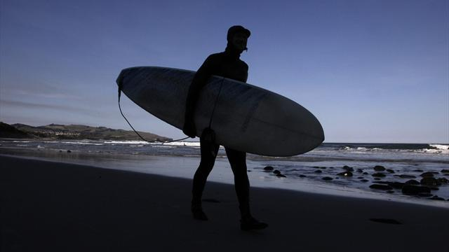 Surfing - Florence near-perfect before action postponed in Fiji