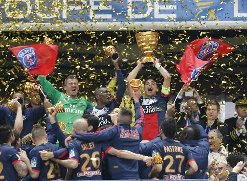 Paris Saint Germain's Thiago Motta, center, of Italy, and teammates celebrate with the cup after winning their  French League Cup final soccer match against Lyon at the Stade de France in Saint De
