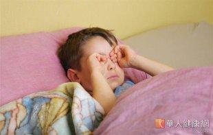 水痘傳染力極強,除了飛沫及接觸傳染外,還可以直接在空氣中散播,引起結膜炎。