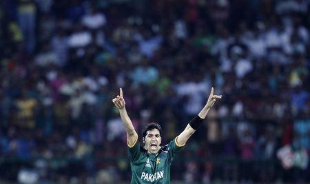 Pakistan's Gul appeals unsuccessfully for the wicket of New Zealand's Southee during their Twenty20 World Cup cricket match in Pallekele