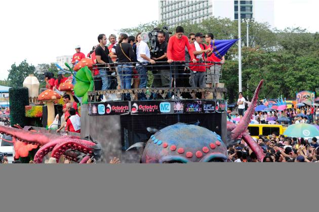 """The float of the MMFF 2012 entry """"Si Agimat, Si Enteng Kabisote at Si Ako"""" makes its way through the crowd at the 2012 Metro Manila Film Festival Parade of Stars on 23 December 2012.(Angela Galia/NPPA"""