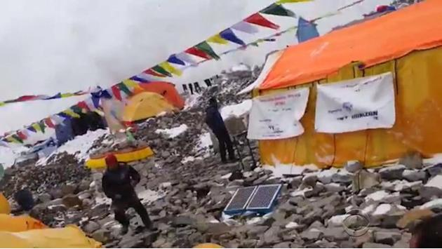 Avalanche survivor describes scene on Mt. Everest