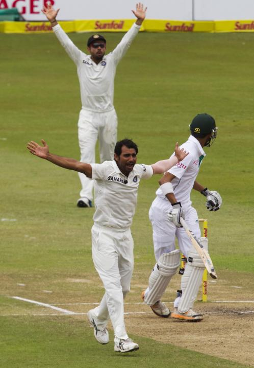 India's Shami and Kohli appeal unsuccessfully for the wicket of South Africa's Robin Peterson during the fourth day of the second test cricket match in Durban