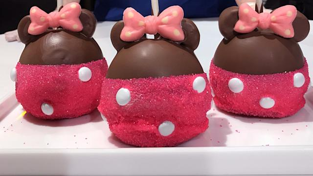 Prepare to Be Mesmerized by These Minnie Mouse Caramel Apples