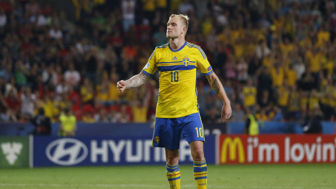 SOC: Sweden's John Guidetti celebrates scoring from the penalty spot during the shootout