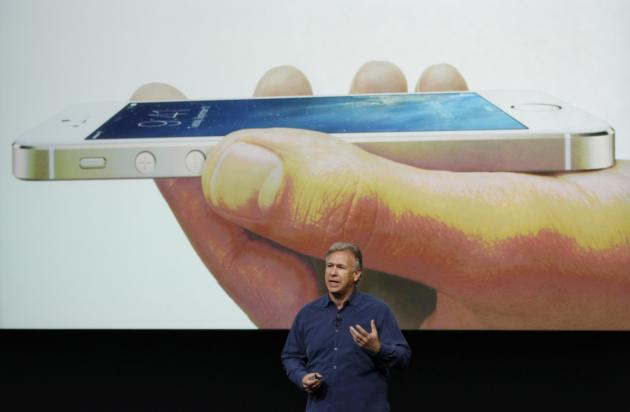 Phil Schiller, senior vice president of worldwide marketing for Apple Inc, talks about the new iPhone 5S at Apple Inc's media event in Cupertino, California September 10, 2013. REUTERS/Stephen Lam (UNITED STATES - Tags: BUSINESS SCIENCE TECHNOLOGY BUSINESS TELECOMS)
