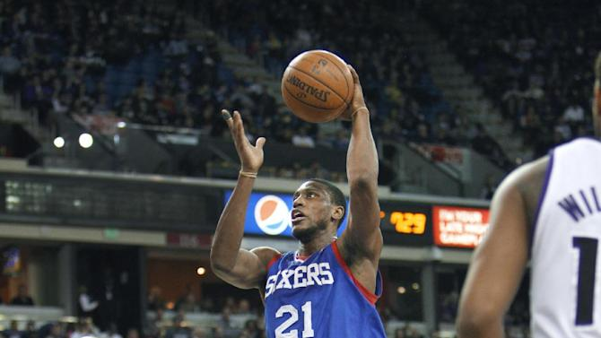 Philadelphia 76ers forward Thaddeus Young (21) drives to the basket against Sacramento Kings defender Travis Outlaw (25) during the first half of an NBA basketball game in Sacramento, Calif., on Thursday, Jan. 2, 2014