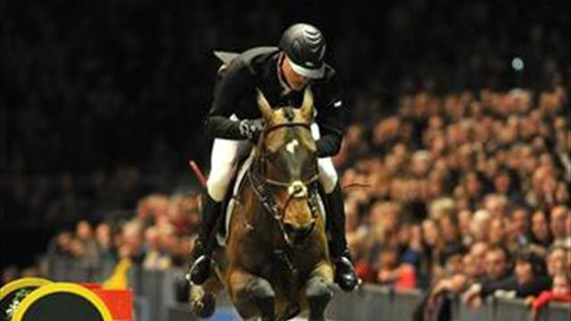 Equestrianism - Houtzager stuns Brits to win in London