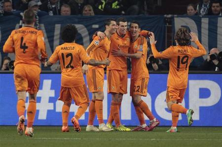Real Madrid's Marcelo (L-R), Cristiano Ronaldo, Gareth Bale, Angel di Maria and Luka Modric celebrate a goal against Schalke 04 during their Champions League soccer match in Gelsenkirchen February 26, 2014. REUTERS/Ina Fassbender