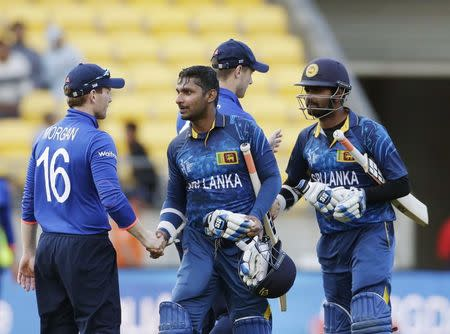 Sri Lanka's Kumar Sangakkara (2nd L) shakes hands with England's captain Eoin Morgan (L) as Lahiru Thirimanne (R) shakes hands with Chris Woakes after their Cricket World Cup match in Wellingt