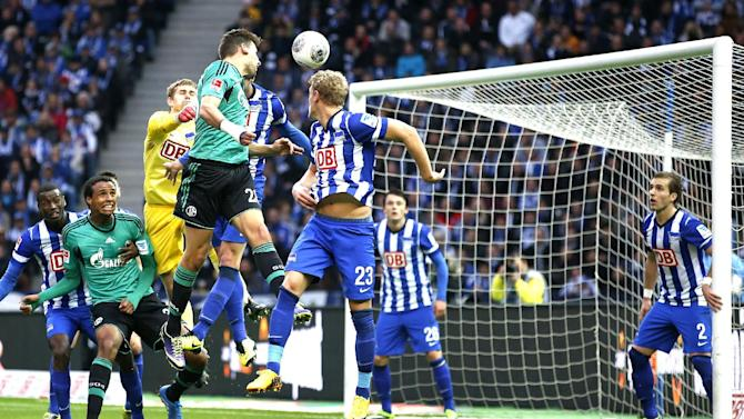 Schalke's Adam Szalai of Hungary, fourth from left, scores the opening goal during the German first division Bundesliga soccer match between Hertha BSC Berlin  and FC Schalke 04 in Berlin, Germany, Saturday, Nov. 2, 2013