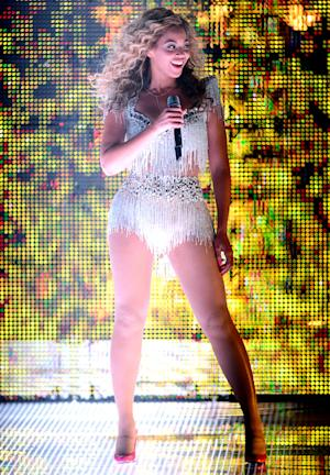 Beyonce's Sexy, Curve-Hugging Concert Costume: All the Details!