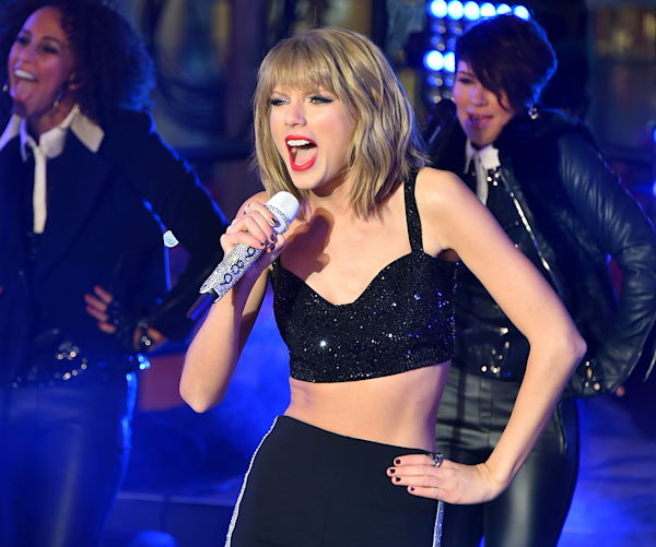 Taylor Swift posted her first bikini photo on Instagram to avoid a paparazzi payday