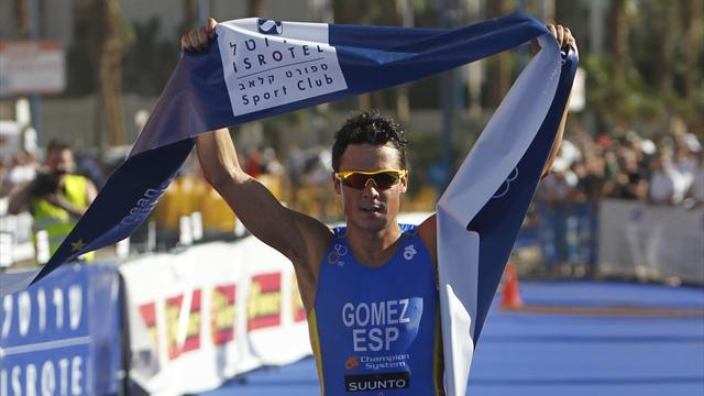 Triathlon - Gomez outwits Jonny Brownlee in sprint for world title