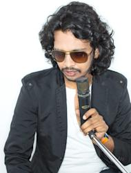 'Saree Ke Fall Sa' singer Nakash Aziz croons for DISHKIYAOON