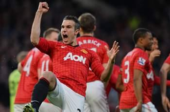 Manchester United will be fighting for trophies under Moyes, says Van Persie