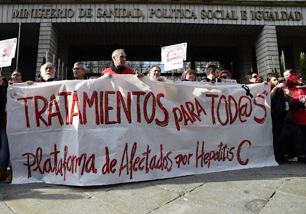 Hepatitis C sufferers and supporters demonstrate outside Spain's health ministry on December 27, 2014
