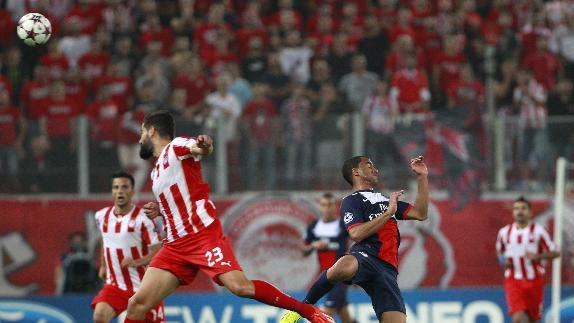 Olympiakos' Dimitris Siovas, left and  PSG's Lucas fight for the ball  during the soccer Champions League group C match between Olympiakos and Paris Saint Germain in Piraeus, Greece, Tuesday, Sept. 17, 2013