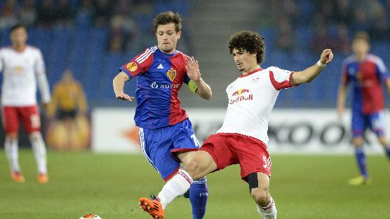 Basel's Valentin Stocker, left, fights for the ball with Salzburg's Andre Ramalho during the Europa League round of sixteen first leg soccer match between Switzerland's FC Basel and Austria's FC Salzburg at the St. Jakob-Park stadium in Basel, Switzerland, on Thursday March 13, 2014