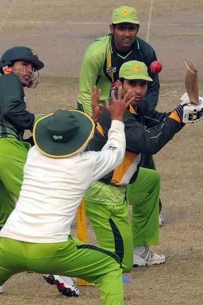 Pakistani cricket team captain Misbah-ul Haq (C-R) and his teammates take part in a practice session in Lahore on January 4, 2012. Pakistan coach Mohsin Khan disgareed the series against England on th