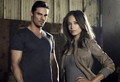 Jay Ryan and Kristin Kreuk | Photo Credits: Frank Ockenfels 3/The CW