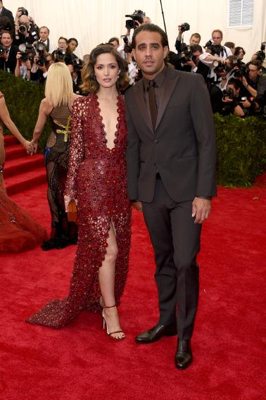 Rose Byrne and Bobby Canavale in Calvin Klein.
